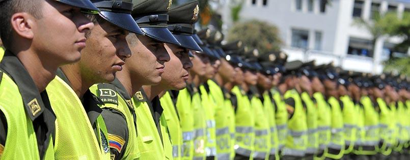entrega uniformes a la Policia Metropolitana de Cali, en cumplimiento de la politica de seguridad ciudadana