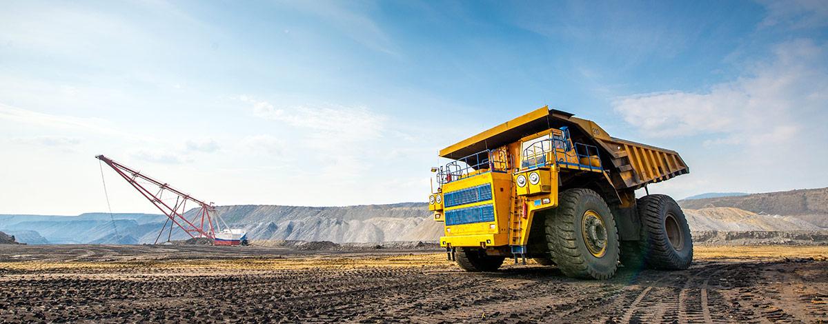 Equipo minero en terreno